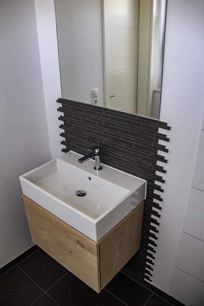 waschbecken-unterschrank-seitlich